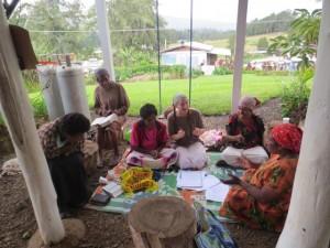 Tillsammans med de papuanska kvinnorna i min bibelstudiegrupp.